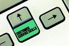Escrita conceptual da mão que mostra habilidades do serviço ao cliente Aptidão do texto da foto do negócio a dominar para melhora foto de stock
