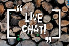 Escrita conceptual da mão que mostra Live Chat Conversação apresentando da foto do negócio nos multimédios do Internet móveis imagem de stock royalty free