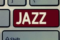 Escrita conceptual da mão que mostra o jazz Foto do negócio que apresenta o ritmo vigoroso usando instrumentos do bronze e de sop imagem de stock royalty free