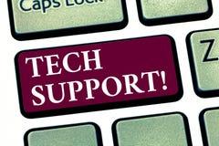 Escrita conceptual da mão que mostra o suporte técnico Ajuda apresentando da foto do negócio dada pelo técnico Online ou pelo cli foto de stock