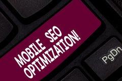 Escrita conceptual da mão que mostra Seo Optimization móvel Apresentar da foto do negócio permite um Web site de classificar para foto de stock