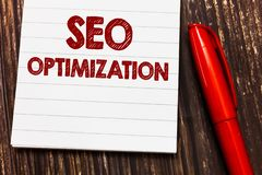 Escrita conceptual da mão que mostra Seo Optimization Processo apresentando da foto do negócio de afetar a visibilidade em linha  imagens de stock royalty free