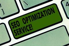 Escrita conceptual da mão que mostra Seo Optimization Service Alvo do texto da foto do negócio para aumentar a visibilidade da imagens de stock
