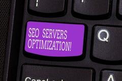Escrita conceptual da mão que mostra Seo Servers Optimization Foto do negócio que apresenta o funcionamento da rede de SEO no máx fotografia de stock