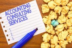 Escrita conceptual da mão que mostra serviços de consultadoria da contabilidade Financeiro ofPeriodic da preparação de texto da f foto de stock royalty free