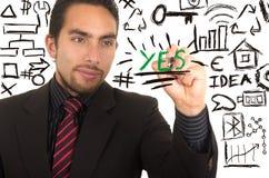Escrita considerável nova do homem de negócios no whiteboard Imagem de Stock