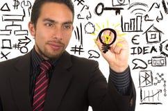 Escrita considerável nova do homem de negócios no whiteboard com marcador imagem de stock royalty free