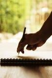 Escrita da mão no bloco de notas Imagem de Stock