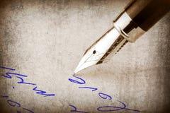 Escrita da pena de fonte no papel, Imagens de Stock Royalty Free