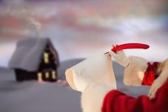 Escrita de Papai Noel com uma pena Fotografia de Stock Royalty Free