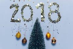 Escrita 2018 do ano novo composta de confetes de brilho Fotografia de Stock