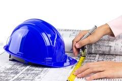 Escrita do arquiteto e medição no modelo Imagem de Stock Royalty Free