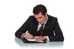 Escrita do homem em um diário Imagem de Stock Royalty Free