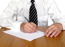 Escrita do homem na tabela imagens de stock royalty free