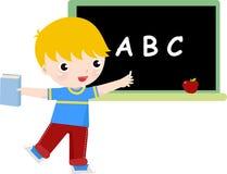 Escrita do menino de escola no quadro-negro Foto de Stock Royalty Free