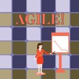 Escrita do texto da escrita ágil O significado do conceito desenvolve uma agilidade para a mulher de negócios Holding da mudança  ilustração stock