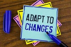 A escrita do texto da escrita adapta-se às mudanças Conceito que significa a adaptação inovativa das mudanças com a evolução tecn imagem de stock