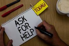 A escrita do texto da escrita pede a ajuda Pedido do significado do conceito ao homem profissional necessário do conselho do auxí imagens de stock