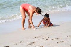 Escrita na areia com dedos Fotografia de Stock