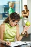 Escrita nova da mulher de negócios Imagem de Stock Royalty Free