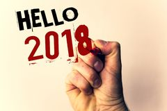 Escrita olá! 2018 do texto da escrita O significado do conceito que começa uma mensagem inspirador 2017 do ano novo está sobre o  Fotos de Stock Royalty Free
