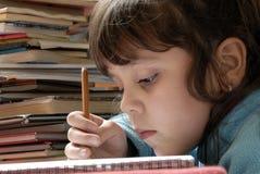 Escrita pequena da menina Foto de Stock Royalty Free
