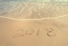 2018 escrito en arena escribe en la playa Foto de archivo libre de regalías