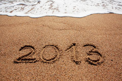 2013 escrito en la arena Foto de archivo libre de regalías