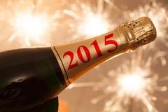 2015 escrito en la botella del champán Foto de archivo libre de regalías