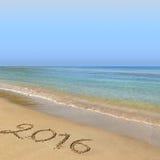 2016 escrito en la playa Imagenes de archivo