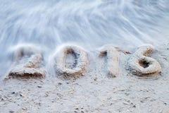 2016 escrito en la playa arenosa Imagen de archivo libre de regalías