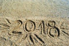 2018 escrito en la superficie de la playa Fotografía de archivo