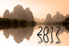 2017 escrito en paisaje chino en la puesta del sol, concepto del Año Nuevo del asiático 2017 Fotografía de archivo libre de regalías