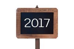 2017 escrito en una muestra de madera del vintage aislada en el fondo blanco Imagenes de archivo