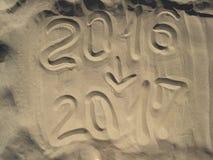 Escrito en una playa arenosa en la tarde Fotos de archivo libres de regalías
