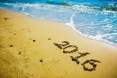 2016 escrito na areia Foto de Stock