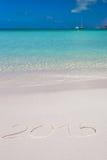 2015 escrito na areia branca da praia tropical com Imagens de Stock Royalty Free