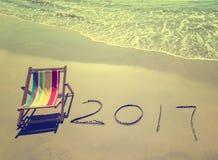 2017 escrito na areia escrevem na praia tropical Fotografia de Stock