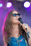 Escritor da música do cantor de Bonnie Bishop vivo no St Louis Mo de Loufest fotos de stock