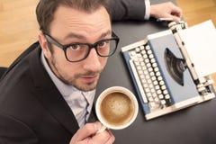 Escritor en su escritorio Foto de archivo libre de regalías