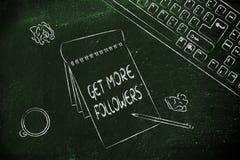 Escritorio con keybord, café y notas sobre conseguir más seguidores Imágenes de archivo libres de regalías