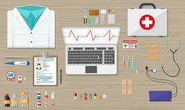 Escritorio con los dispositivos del ordenador portátil, médicos y de la atención sanitaria stock de ilustración