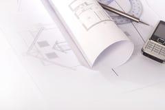 Escritorio con los gráficos arquitectónicos Imágenes de archivo libres de regalías
