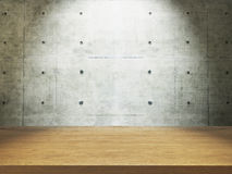 Escritorio de madera con el muro de cemento Imagen de archivo libre de regalías