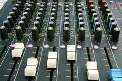Escritorio de mezcla audio Fotos de archivo libres de regalías