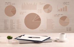 Escritorio de oficina del gráfico del gráfico de sectores Foto de archivo libre de regalías