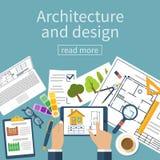 Escritorio de trabajo del diseñador del arquitecto con el equipo Foto de archivo libre de regalías