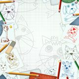 Escritorio del niño con bosquejo y el fondo de los dibujos Fotografía de archivo libre de regalías