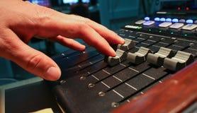 Escritorio grande del mezclador de la música Foto de archivo libre de regalías