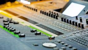 Escritorio grande del mezclador de la música Imágenes de archivo libres de regalías